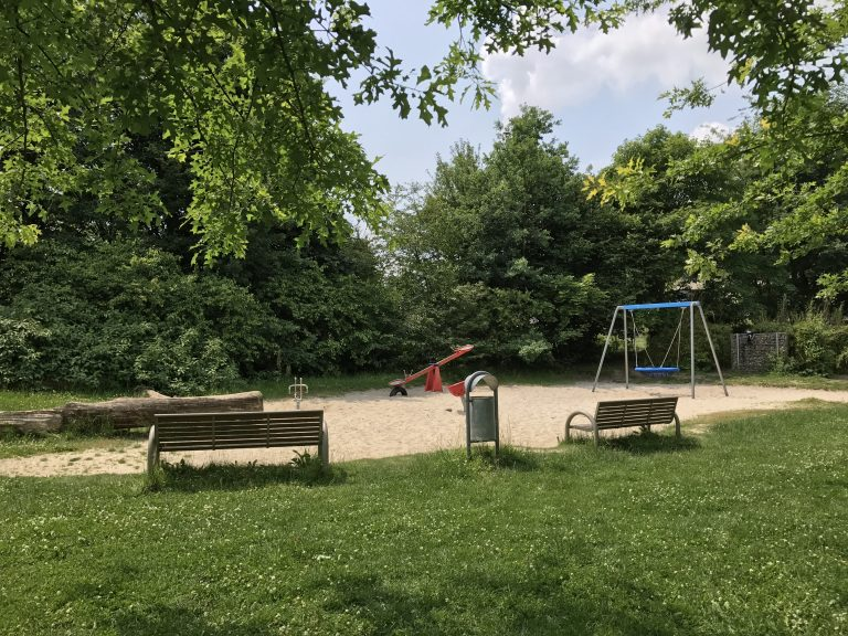 B2 Spielplatz